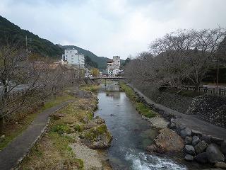 写真7 長門湯本温泉と音信(おとずれ)川