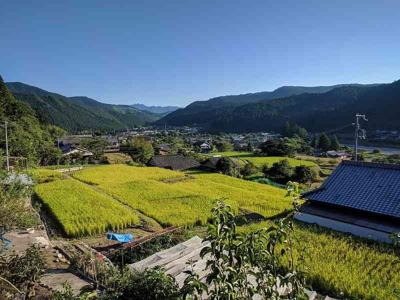 【写真1】熊野古道沿いの集落「近露地区」の景観