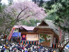 春の農村歌舞伎(福島県檜枝岐村)