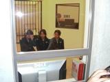 警察署内で会議