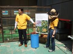 銀座で養蜂見学に参加)