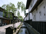 瀬戸川と白壁