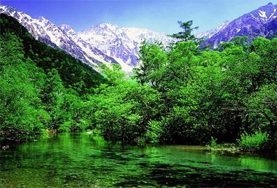 上高地から望む穂高連峰と梓川
