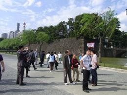 皇居を訪れる中国人旅行者