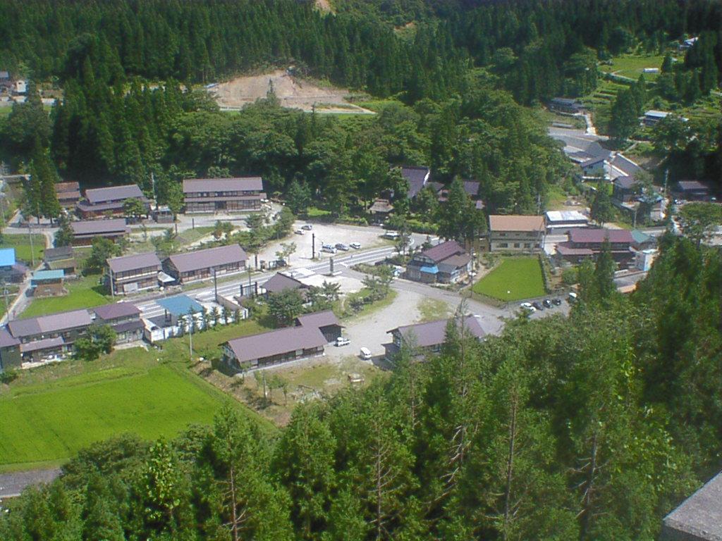 写真4 利賀村そばの竿と全景
