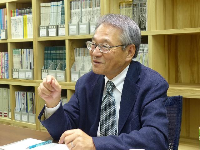 写真1 溝尾良隆氏への取材風景