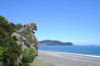 七里御浜と獅子岩(三重県熊野市、紀宝町)