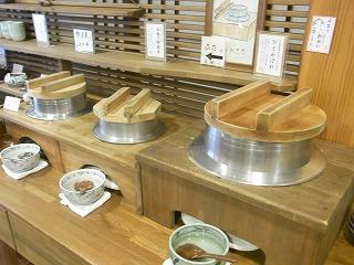 釜で炊いたご飯で朝食を(東北地方の温泉旅館)
